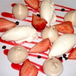 Brown sugar meringues with strawberries and chantilly cream